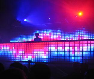 Comment bien choisir son matériel de sonorisation ou son éclairage de soirée ?