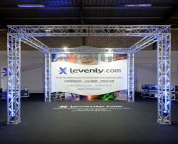 Acheter STAND EXPO QUATRO M222 - 5.3 X 5.3 X H2.9, GRILL AUTOPORTÉ MILOS TRUSS